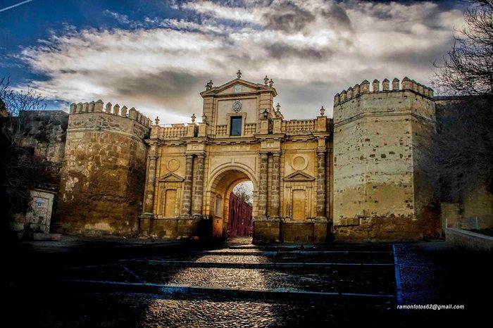 Carmona sevilla lucero de europa y m o travelanding for Puerta de sevilla carmona