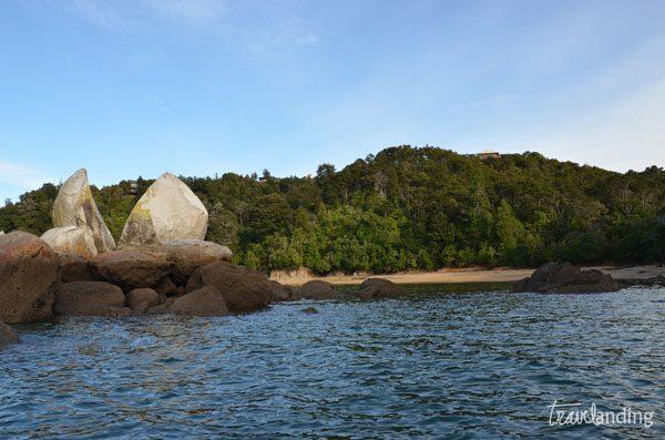 piedra partida a la mitad abel tasman