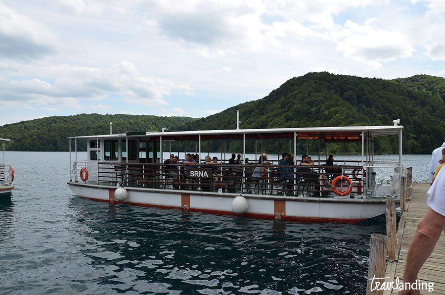 barco-lago-plitvice