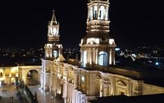 plaza de armas de noche arequipa